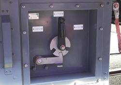 On board 3 positions disconnector switch panel with locking mechanism